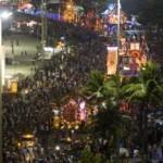 Parada Iluminada de Natal reúne 300 mil pessoas na Avenida Atlântica
