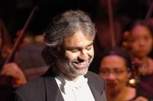 O tenor italiano Andrea Bocelli vem ao Brasil para fazer 2 Shows em abril.