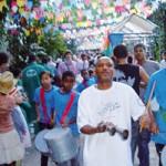 Projeto leva arte à comunidade do Santa Marta
