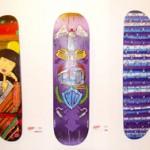 Pranchas de skate em exposição no Galpão das Artes da Comlurb